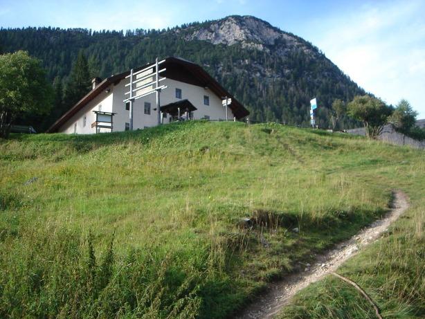 Foto: Manfred Karl / Klettersteig Tour / Via ferrata Ivano Dibona / Gleich sind die letzten Meter zum Rif. Ospitale geschafft / 04.10.2008 16:01:28