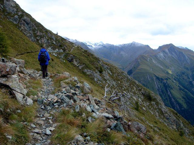 Foto: Manfred Karl / Kletter Tour / Über den Direkten Ostgrat auf die Blauspitze IV / Bei sehr kaltem, windigem und bewölktem Wetter geht es zum Einstieg / 04.10.2008 12:48:50