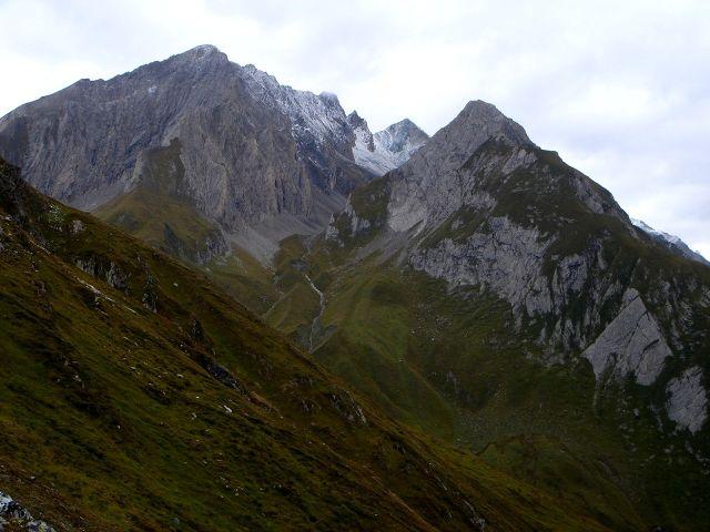 Foto: Manfred Karl / Kletter Tour / Über den Direkten Ostgrat auf die Blauspitze IV / Die Kendlspitzen und der Gradötz / 04.10.2008 12:48:03