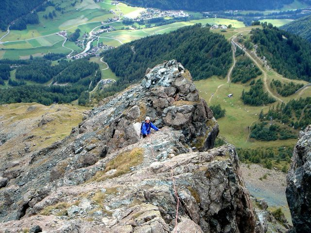 Foto: Manfred Karl / Kletter Tour / Über den Direkten Ostgrat auf die Blauspitze IV / Im unteren Teil des Grates / 04.10.2008 12:41:57