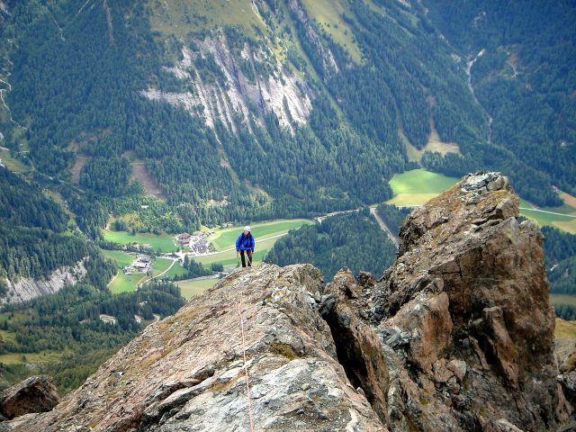 Foto: Manfred Karl / Kletter Tour / Über den Direkten Ostgrat auf die Blauspitze IV / Kurz unterhalb vom Gipfel / 04.10.2008 12:39:24