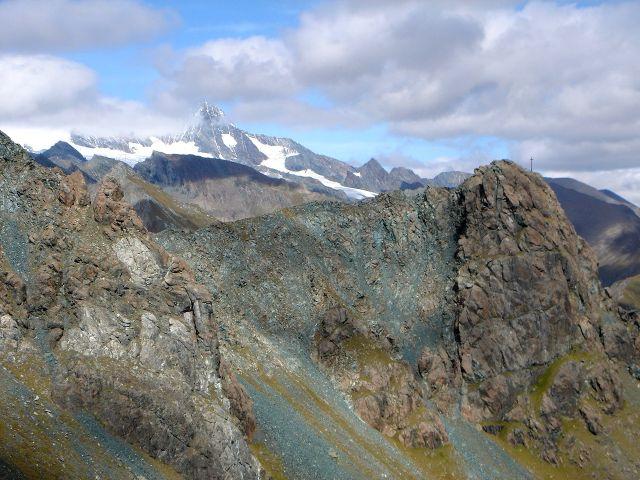 Foto: Manfred Karl / Kletter Tour / Über den Direkten Ostgrat auf die Blauspitze IV / Großglockner und Blauspitze; über den nach links ziehenden Grat führt die Abstiegsroute / 04.10.2008 12:33:04