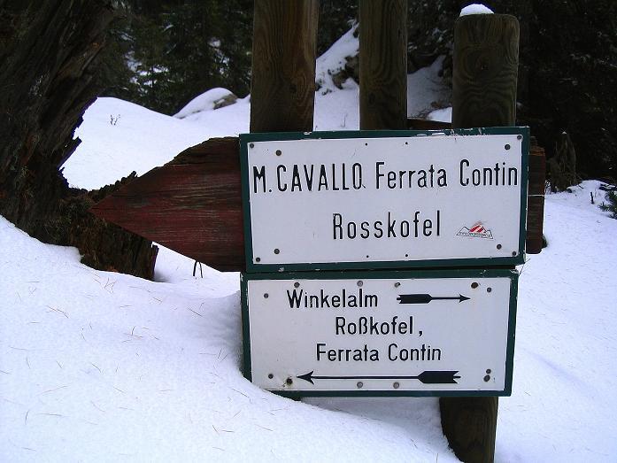 Foto: Andreas Koller / Klettersteig Tour / Ferrata Enrico Contin (2240m) / Tief verschneite Wegweiser / 06.10.2008 19:49:01
