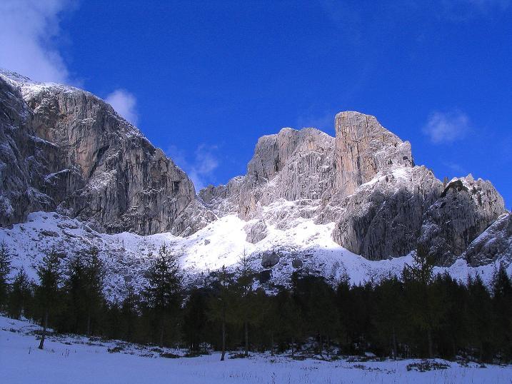 Foto: Andreas Koller / Klettersteig Tour / Ferrata Enrico Contin (2240m) / Rosskofel (links) und Winkelturm (2071 m - rechts) / 06.10.2008 19:48:19