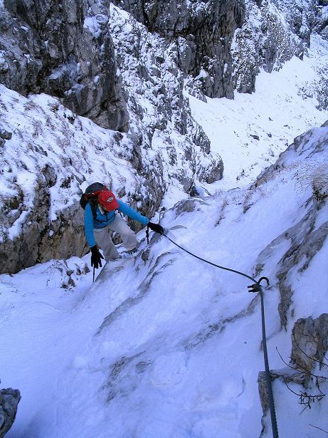 Foto: Andreas Koller / Klettersteig Tour / Ferrata Enrico Contin (2240m) / Gut versichert in der steilen, aber gutmütigen Rinne / 06.10.2008 19:45:39