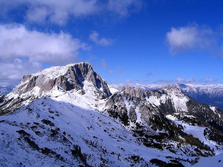 Foto: Andreas Koller / Klettersteig Tour / Ferrata Enrico Contin (2240m) / Blick von der Scharte nach W auf den Trogkofel (2280 m) und die Hohen Tauern / 06.10.2008 19:44:49