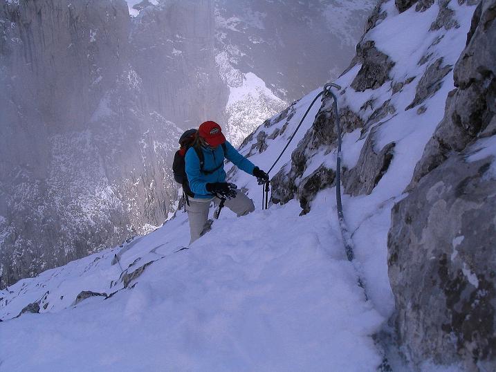 Foto: Andreas Koller / Klettersteig Tour / Ferrata Enrico Contin (2240m) / Die letzte steile Passage mit fantastischen Tiefblicken / 06.10.2008 19:41:44