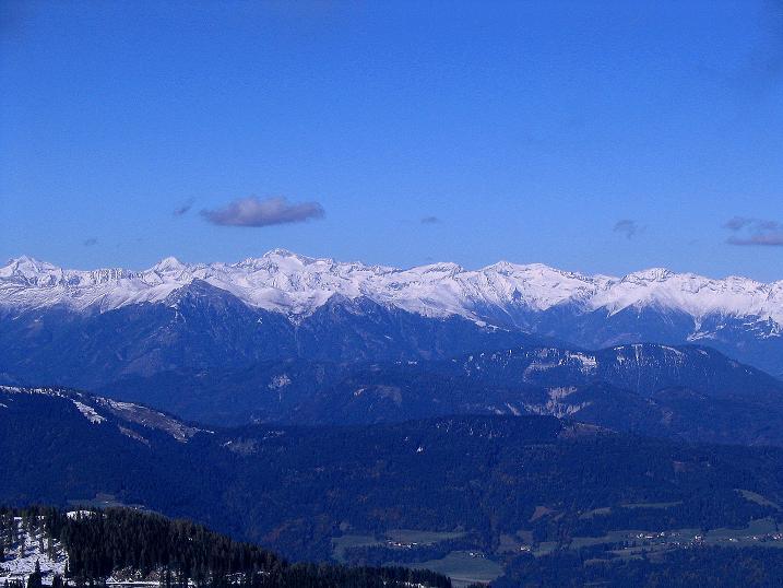 Foto: Andreas Koller / Klettersteig Tour / Ferrata Enrico Contin (2240m) / Blick nach N in die Hohen Tauern / 06.10.2008 19:37:37
