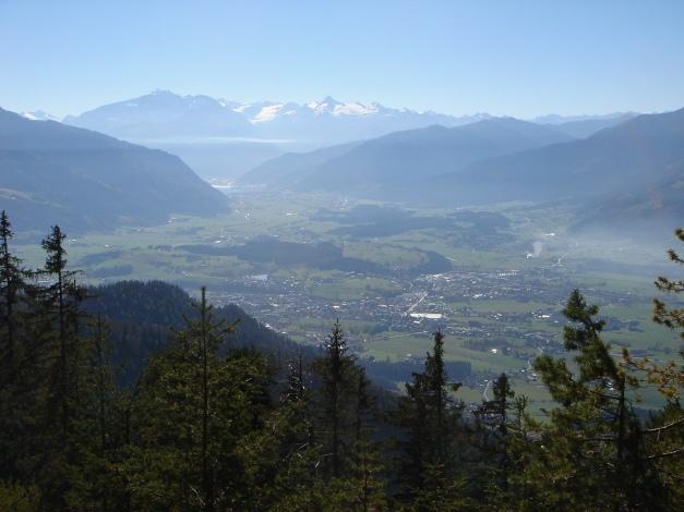 Foto: Manfred Karl / Klettersteig Tour / Über den Wildental Klettersteig auf das Persailhorn / Schon beim Aufstieg zur Hütte eröffnen sich herrliche Blicke über das Saalfeldener Becken zu den Hohen Tauern / 11.10.2008 21:57:13