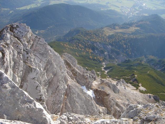 Foto: Manfred Karl / Klettersteig Tour / Über den Wildental Klettersteig auf das Persailhorn / Tiefblick zur Steinalm / 11.10.2008 21:38:44