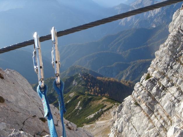 Foto: Manfred Karl / Klettersteig Tour / Über den Wildental Klettersteig auf das Persailhorn / Tiefblick zur Wiechenthaler Hütte / 11.10.2008 21:35:09