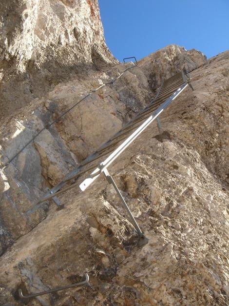 Foto: Manfred Karl / Klettersteig Tour / Über den Wildental Klettersteig auf das Persailhorn / Die letzte Leiter beim Abstieg über den Südwand Klettersteig / 11.10.2008 21:34:33