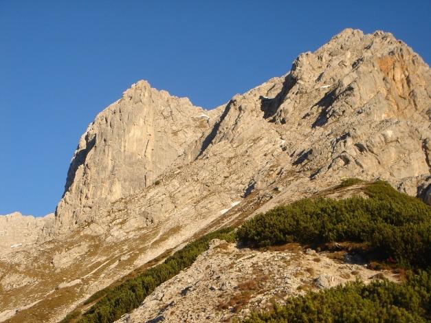 Foto: Manfred Karl / Klettersteig Tour / Über den Wildental Klettersteig auf das Persailhorn / Persailhorn mit der NW-Flanke und dem Vorgipfel, auf den schöne Kletterrouten führen. / 11.10.2008 21:33:30