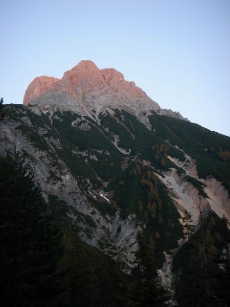 Foto: Manfred Karl / Klettersteig Tour / Über den Wildental Klettersteig auf das Persailhorn / Persailhorn im letzten Abendlicht / 11.10.2008 21:28:13