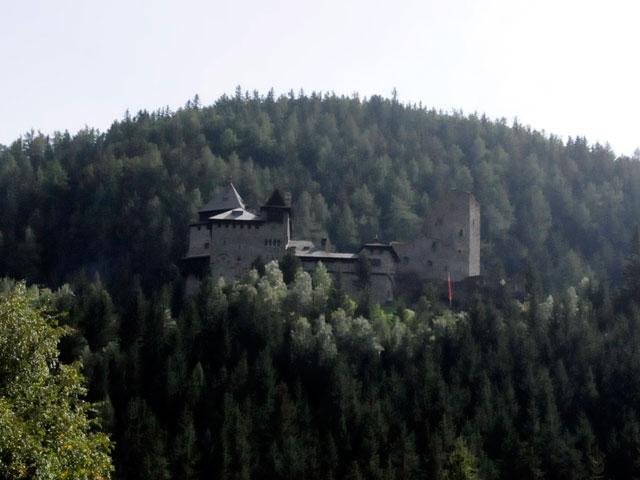 Foto: Samson / Rad Tour / Schwarzenbergrunde / Burg Finstergrün oberhalb von Ramingstein / 13.10.2008 17:18:05