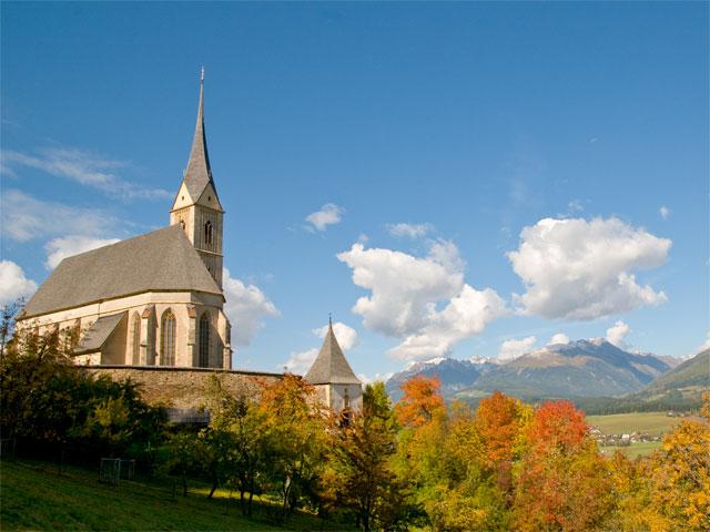 Foto: Samson / Rad Tour / Murauer Runde / Die mächtige Wallfahrtskirche St. Leonhard oberhalb von Tamsweg / 13.10.2008 15:48:16