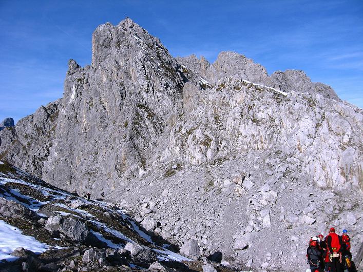Foto: Andreas Koller / Klettersteig Tour / Innsbrucker Klettersteig - Hannes Gasser Panorama Klettersteig (2480m) / Blick nach W zur Einstiegswand / 15.10.2008 01:37:38
