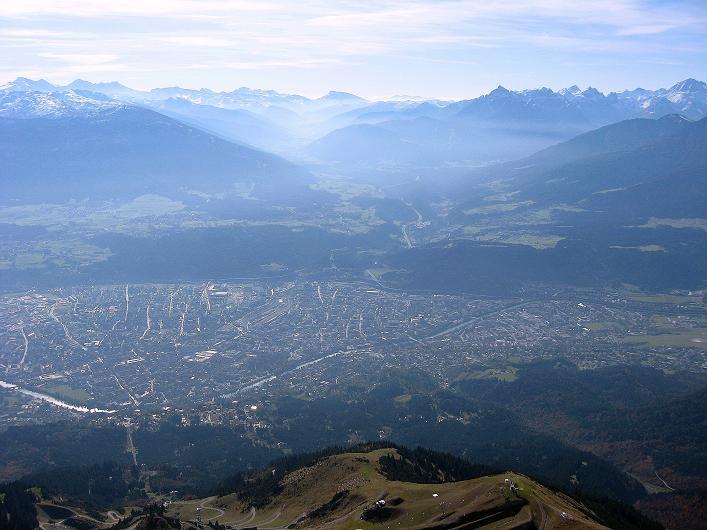Foto: Andreas Koller / Klettersteig Tour / Innsbrucker Klettersteig - Hannes Gasser Panorama Klettersteig (2480m) / Blick über Innsbruck nach S zum Brenner / 15.10.2008 01:34:03