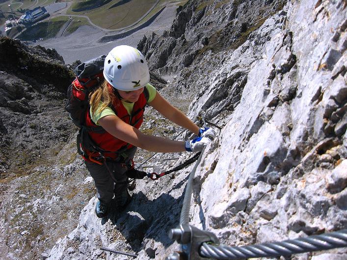 Foto: Andreas Koller / Klettersteig Tour / Innsbrucker Klettersteig - Hannes Gasser Panorama Klettersteig (2480m) / Ausgesetztes Gelände unter den Kaminspitzen / 15.10.2008 01:33:37
