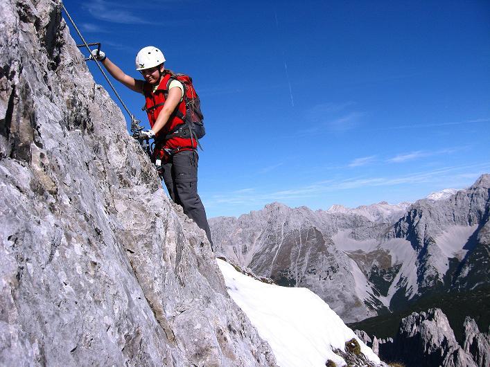 Foto: Andreas Koller / Klettersteig Tour / Innsbrucker Klettersteig - Hannes Gasser Panorama Klettersteig (2480m) / Steil über eine Klemmenreihe hinauf zu den Kaminspitzen / 15.10.2008 01:32:49
