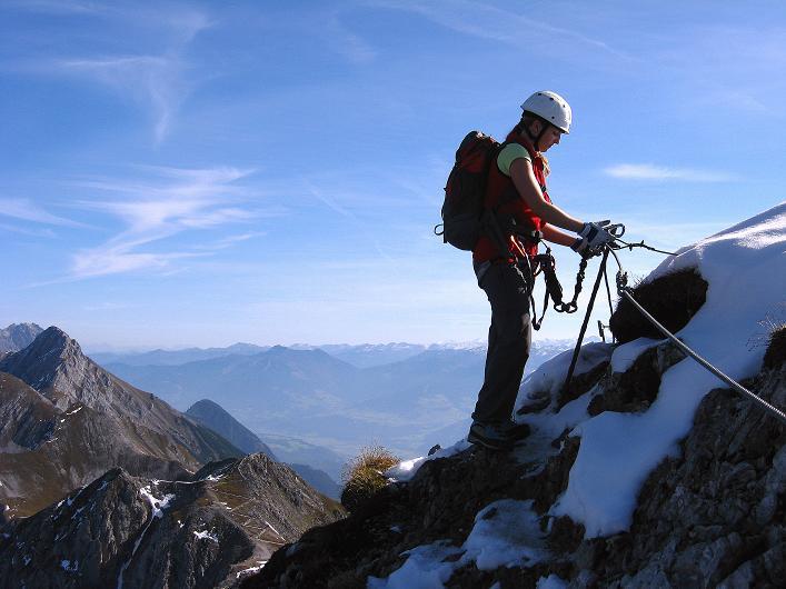Foto: Andreas Koller / Klettersteig Tour / Innsbrucker Klettersteig - Hannes Gasser Panorama Klettersteig (2480m) / Weit reicht der Ausblick vom Kaminspitz-Anstieg / 15.10.2008 01:31:00