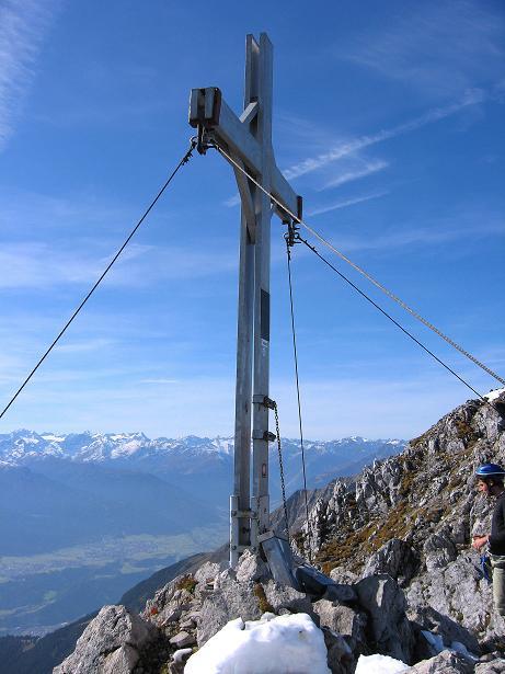 Foto: Andreas Koller / Klettersteig Tour / Innsbrucker Klettersteig - Hannes Gasser Panorama Klettersteig (2480m) / Gipfelkreuz auf der Kaminspitze / 15.10.2008 01:30:10
