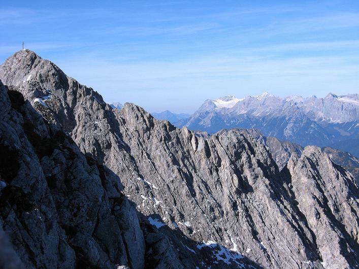 Foto: Andreas Koller / Klettersteig Tour / Innsbrucker Klettersteig - Hannes Gasser Panorama Klettersteig (2480m) / Blick auf Kemacher und Zugspitze (2963 m) / 15.10.2008 01:29:14