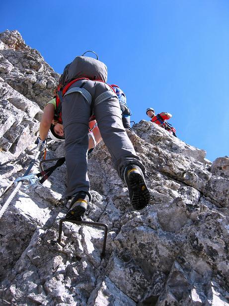 Foto: Andreas Koller / Klettersteig Tour / Innsbrucker Klettersteig - Hannes Gasser Panorama Klettersteig (2480m) / Steilabstieg, der sehr gut gesichert ist / 15.10.2008 01:25:43