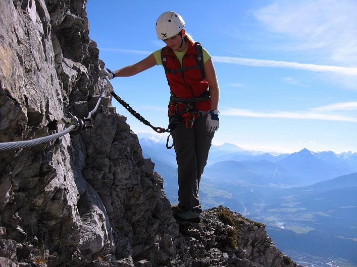 Foto: Andreas Koller / Klettersteig Tour / Innsbrucker Klettersteig - Hannes Gasser Panorama Klettersteig (2480m) / Eine letzte ausgesetzte Stelle vor dem Kemacher / 15.10.2008 01:23:09