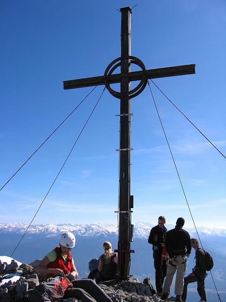 Foto: Andreas Koller / Klettersteig Tour / Innsbrucker Klettersteig - Hannes Gasser Panorama Klettersteig (2480m) / Das Gipfelkreuz am Kemacher / 15.10.2008 01:22:11