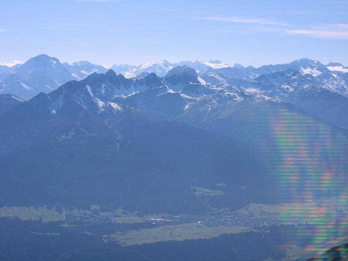 Foto: Andreas Koller / Klettersteig Tour / Innsbrucker Klettersteig - Hannes Gasser Panorama Klettersteig (2480m) / Ausblick nach S auf die Stubaier Eisberge ums Zuckerhütl (3507 m) / 15.10.2008 01:20:24