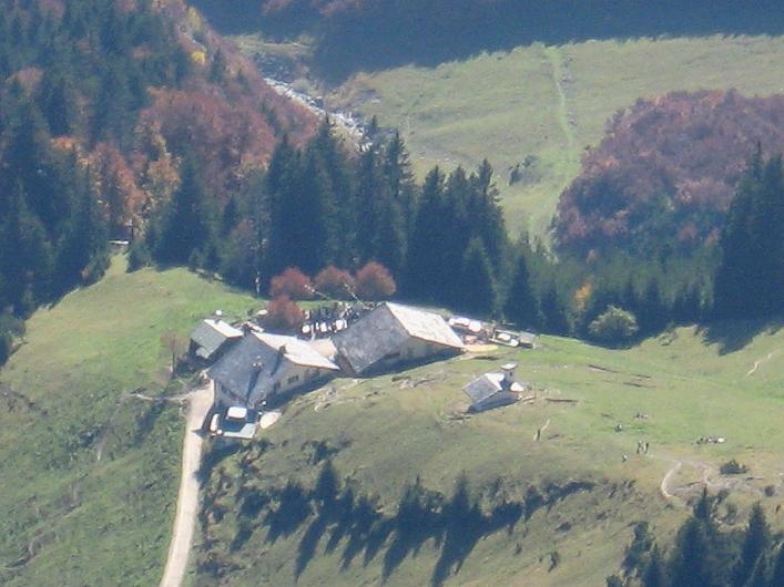 Foto: Andreas Koller / Klettersteig Tour / Innsbrucker Klettersteig - Hannes Gasser Panorama Klettersteig (2480m) / Tiefblick auf die schöne Höttinger Alm / 15.10.2008 01:19:41