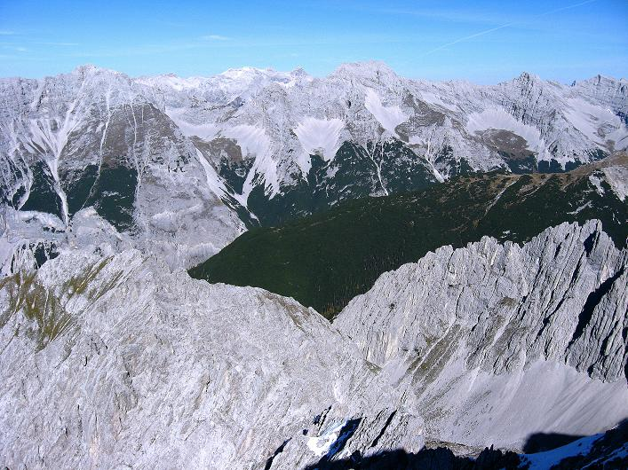 Foto: Andreas Koller / Klettersteig Tour / Innsbrucker Klettersteig - Hannes Gasser Panorama Klettersteig (2480m) / Blick in die nördlichen Karwendelketten / 15.10.2008 01:18:23