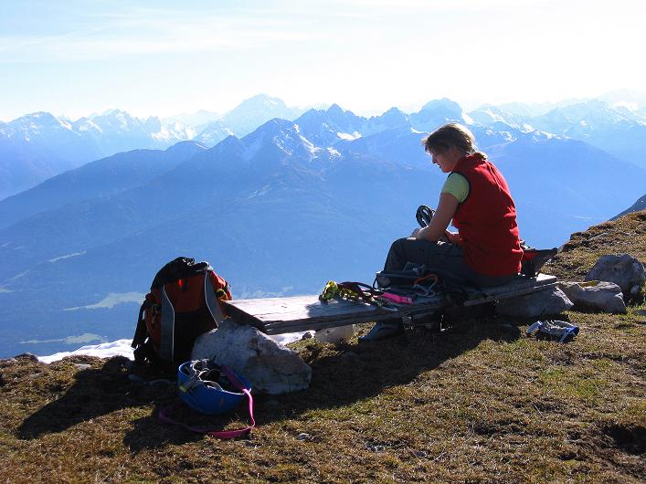 Foto: Andreas Koller / Klettersteig Tour / Innsbrucker Klettersteig - Hannes Gasser Panorama Klettersteig (2480m) / Rast am Langen Sattel / 15.10.2008 01:14:54