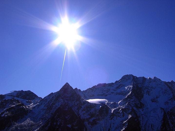 Foto: Andreas Koller / Wander Tour / Söldner Wandertour: Schwarzkogel (3018m) und Rotkogel (2947m) / Sonne über den Ötztaler Gipfeln / 16.10.2008 01:19:32