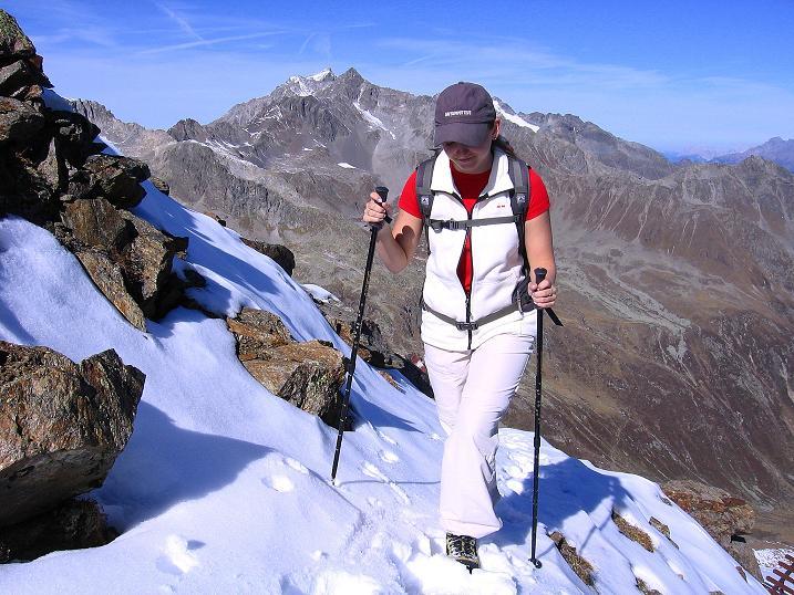Foto: Andreas Koller / Wander Tour / Söldner Wandertour: Schwarzkogel (3018m) und Rotkogel (2947m) / Aufstieg mit Blick auf die Hohe Geige (3395 m) / 16.10.2008 01:15:38