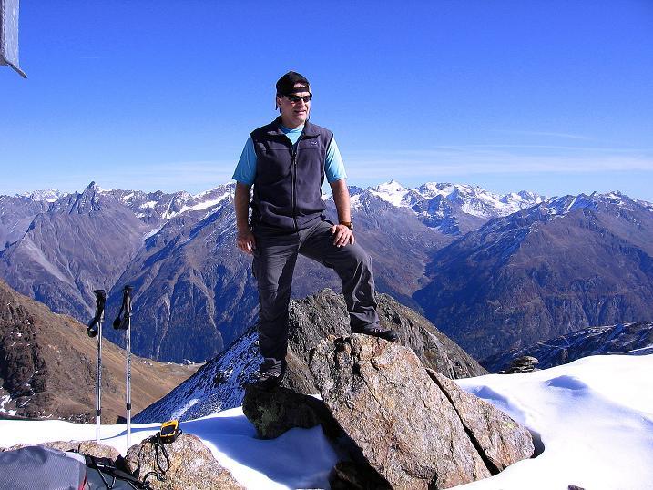 Foto: Andreas Koller / Wander Tour / Söldner Wandertour: Schwarzkogel (3018m) und Rotkogel (2947m) / Am Gipfel mit Blick nach O zu den Stubaier Alpen / 16.10.2008 01:12:35