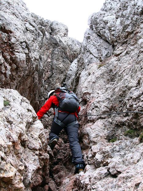 Foto: Andreas Koller / Klettersteig Tour / Via ferrata Crete Rosse und Uiberlacher Klettersteig (2280m) / Anstieg in der steilen Rinne (B) / 22.10.2008 00:34:06