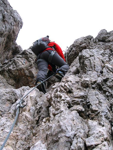 Foto: Andreas Koller / Klettersteig Tour / Via ferrata Crete Rosse und Uiberlacher Klettersteig (2280m) / Die Schlüsselstelle: leichter Überhang (C) / 22.10.2008 00:32:18