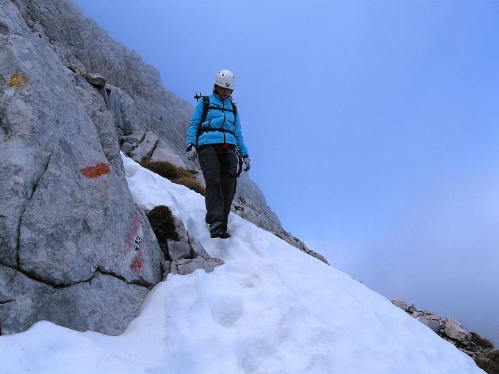 Foto: Andreas Koller / Klettersteig Tour / Via ferrata Crete Rosse und Uiberlacher Klettersteig (2280m) / Schnee in der NO-seitigen Steilflanke des Trogkofel / 22.10.2008 00:23:57
