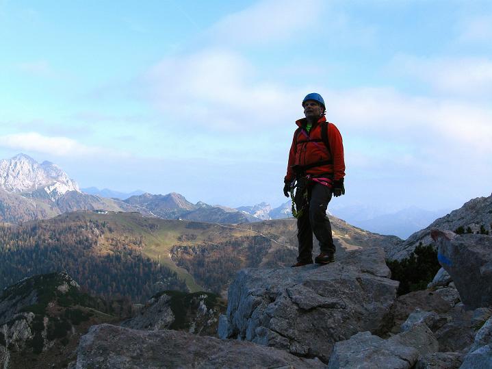 Foto: Andreas Koller / Klettersteig Tour / Via ferrata Crete Rosse und Uiberlacher Klettersteig (2280m) / Am Wandfuß des Trogkofel mit Blick zum Gartnerkofel (2195 m) / 22.10.2008 00:20:23