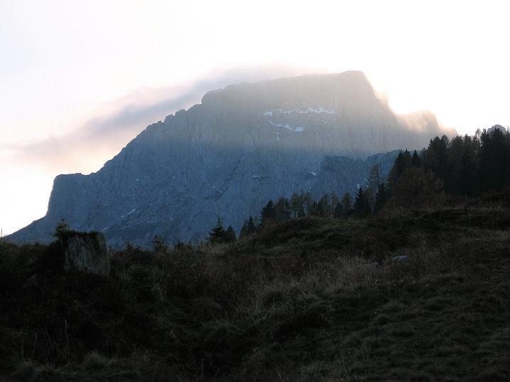 Foto: Andreas Koller / Klettersteig Tour / Via ferrata Crete Rosse und Uiberlacher Klettersteig (2280m) / Der Trogkofel von N / 22.10.2008 00:19:06