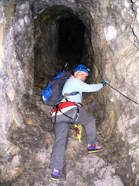 Foto: Andreas Koller / Klettersteig Tour / Cellon Stollen und Steinbergerweg (2241 m) / Anstieg im Stollen / 23.10.2008 01:19:42
