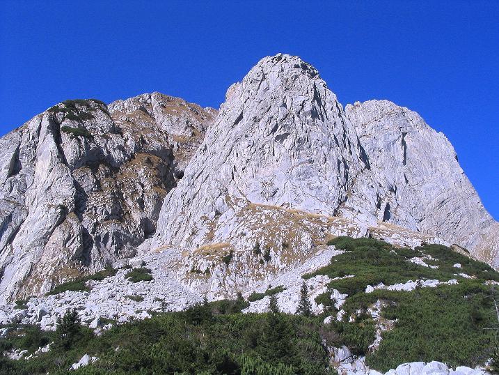 Foto: Andreas Koller / Klettersteig Tour / Cellon Stollen und Steinbergerweg (2241 m) / Der Frischenkofel hoch über der Schulter / 23.10.2008 01:17:57