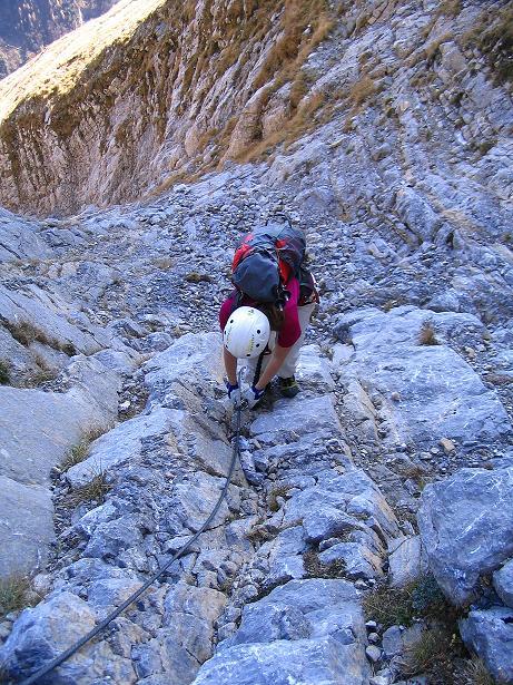 Foto: Andreas Koller / Klettersteig Tour / Cellon Stollen und Steinbergerweg (2241 m) / Steile, aber einfache Einstiegspassage / 23.10.2008 01:14:26