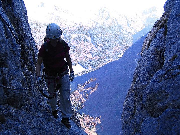 Foto: Andreas Koller / Klettersteig Tour / Cellon Stollen und Steinbergerweg (2241 m) / Querung in die Schlucht / 23.10.2008 01:13:12