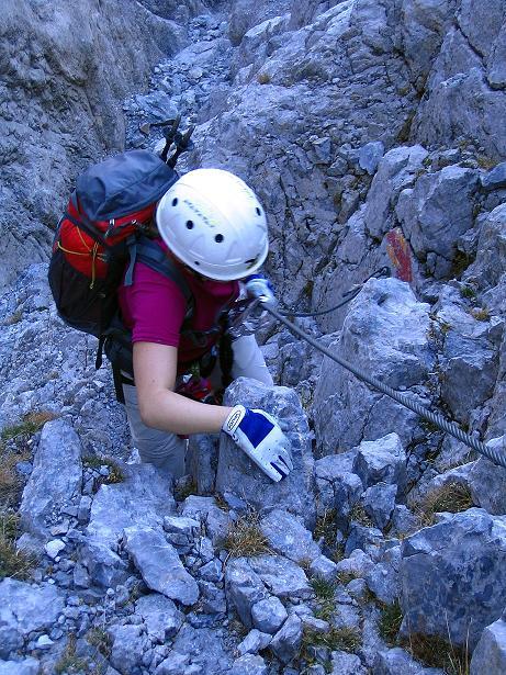 Foto: Andreas Koller / Klettersteig Tour / Cellon Stollen und Steinbergerweg (2241 m) / Steile Passage in der Schlucht / 23.10.2008 01:12:22