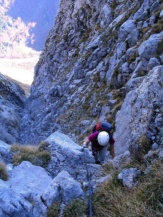 Foto: Andreas Koller / Klettersteig Tour / Cellon Stollen und Steinbergerweg (2241 m) / Die steile Aufstiegsschlucht / 23.10.2008 01:11:38