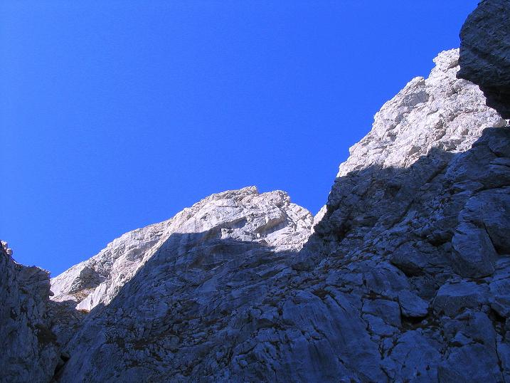 Foto: Andreas Koller / Klettersteig Tour / Cellon Stollen und Steinbergerweg (2241 m) / Die Zacken leuchten bereits in der Sonne / 23.10.2008 01:10:43