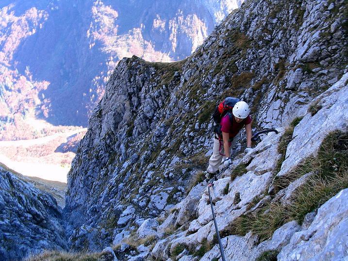 Foto: Andreas Koller / Klettersteig Tour / Cellon Stollen und Steinbergerweg (2241 m) / Ausgesetzte Querung / 23.10.2008 01:08:30